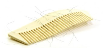 Haruskah Rambut Rontok Ikut Dicuci Ketika Mandi Besar?