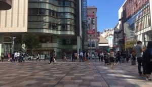 岩田屋本館の広場