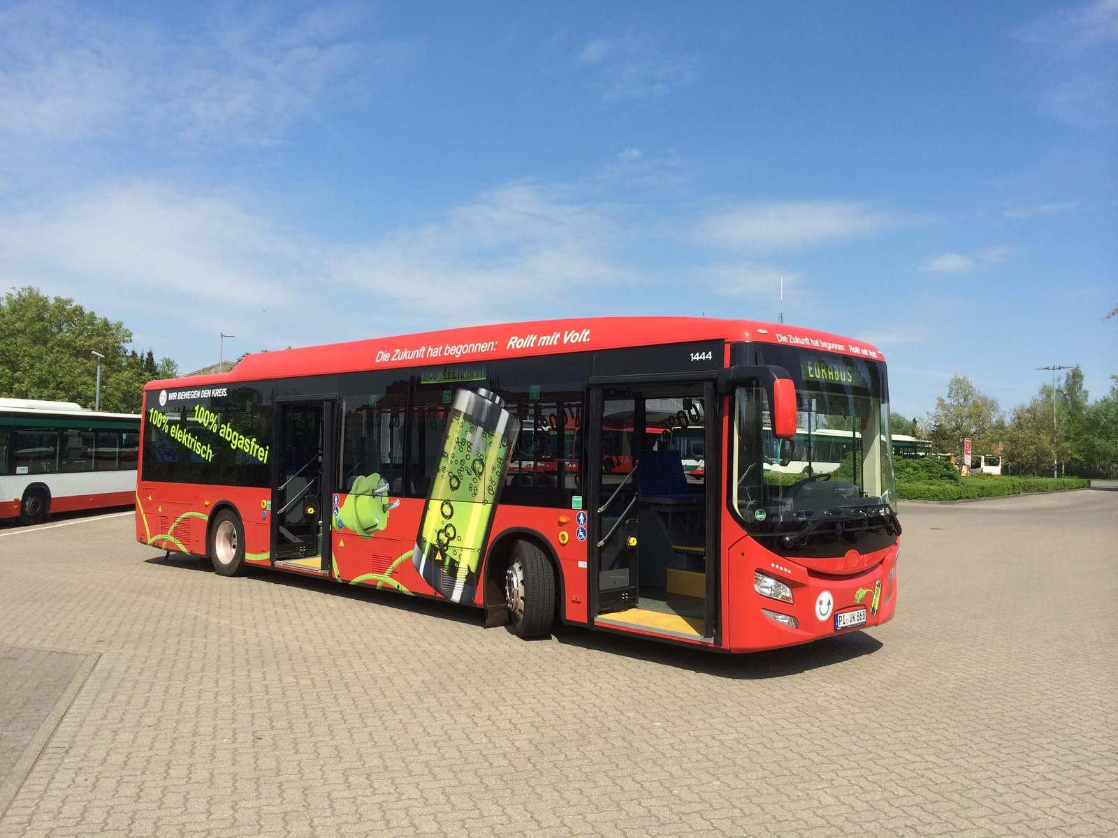 Jetzt ist der erste 18m Elektro Gelenkbus da.