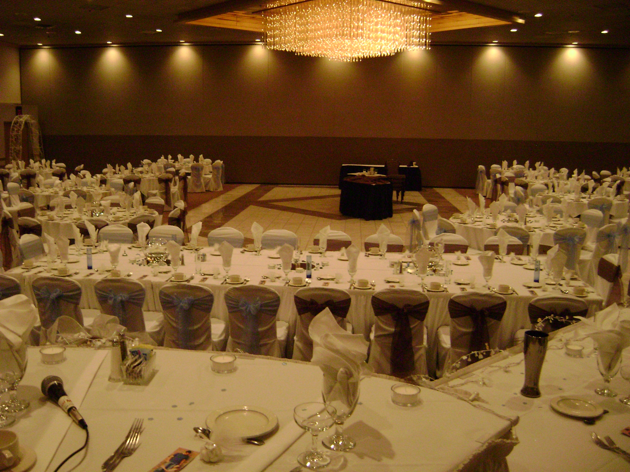 chair cover rentals dearborn mi tufted chairs vintage laurel manor livonia