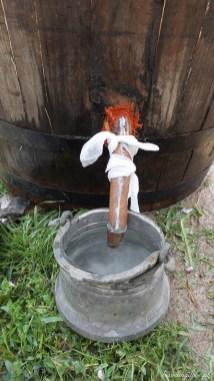 Tradycyjna destylacja olejku różanego w Bułgarii (2)