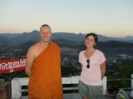 Thailand, Mae Hong Song, maart 2017 Arjan met vrouw foto Arjan Schrier, Wat Prahat Doi Kham Mu, Thailand