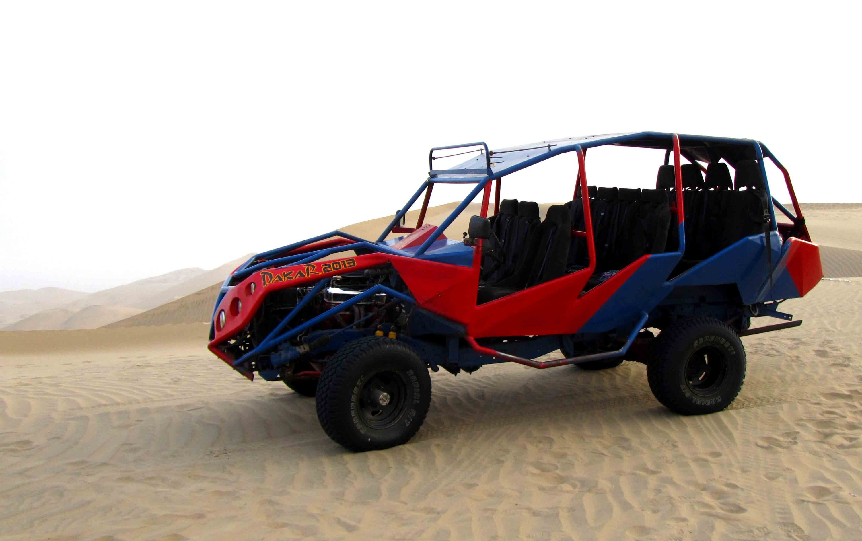 Paseo en buggy y sandboard. Buggy trip and sandboard.  José Carlos Ferrandiz  (Rutas del Sol) & Jesús Herrera (Magic Desert Adventures) Huacachina, Ica, Perú Photo credit, placeOK