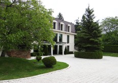 Side view of Villa Ekaterina by placescases.com