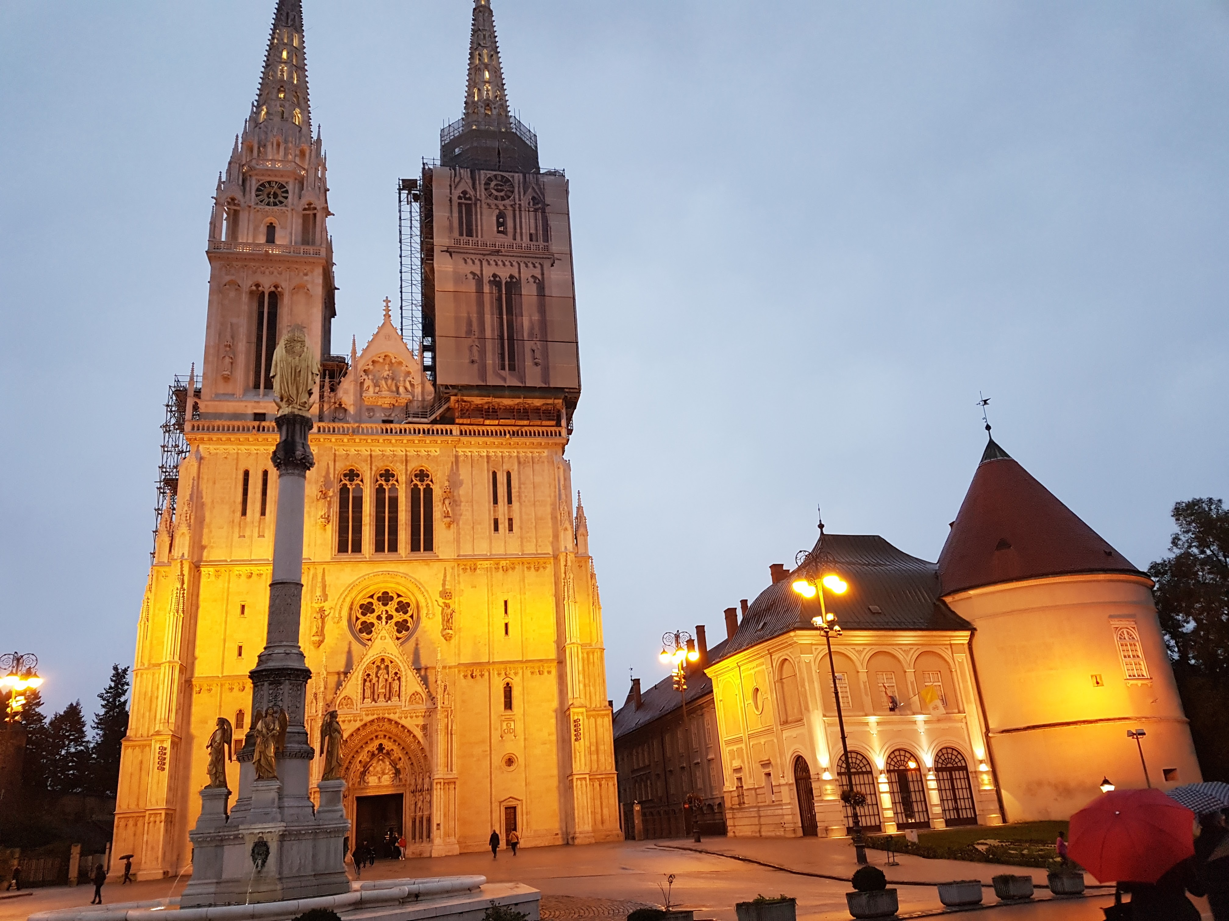 Roman Catholic Cathedral in Zagreb, placescases.com