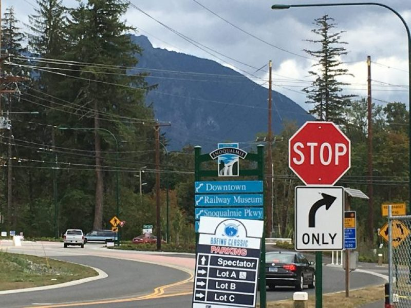 A street view of Rattlesnake Mountain from Snoqualmie Falls parking.