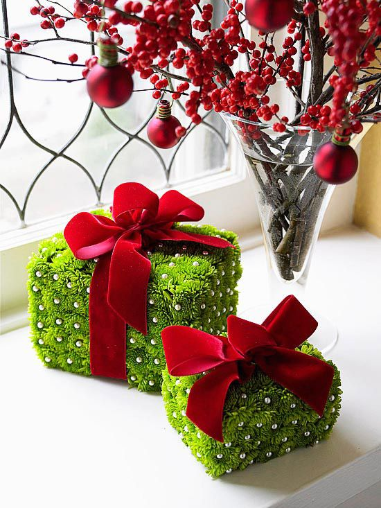 greenery-wrapped-gifts