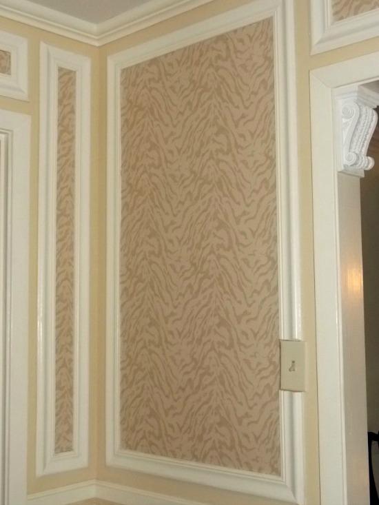 foyer-wallpaper-sconce1