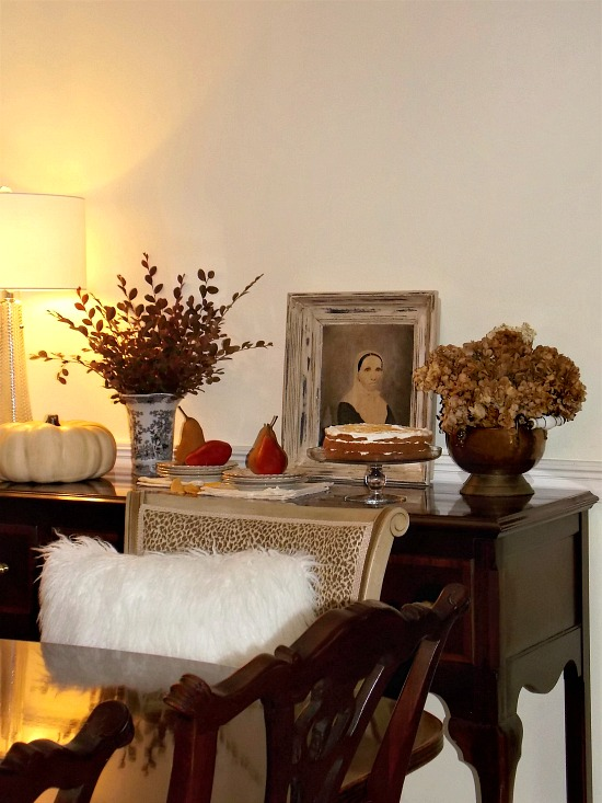 dining-room-buffet-fall-decor