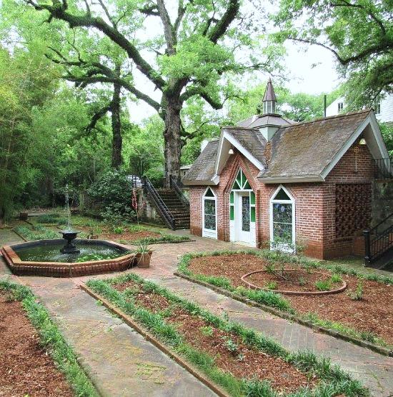 twin-oaks-chapel