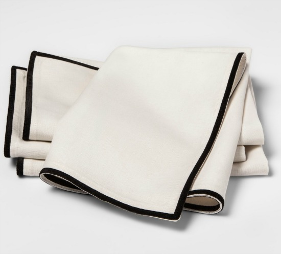 velvet-trim-cloth-dinner-napkin