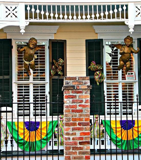 Mardi-Gras-porch