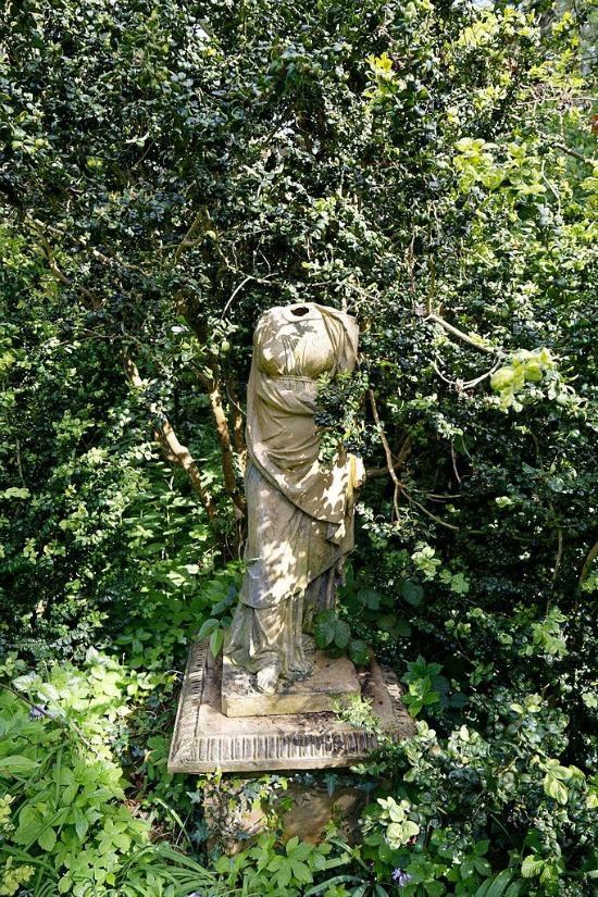 Myddelton_House_garden,_Enfield,_London___Pedestal_headless_sculpture
