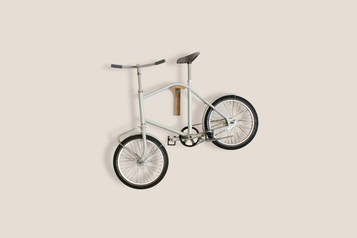 content_plain-magazine-compact-bike-corridor-hanging
