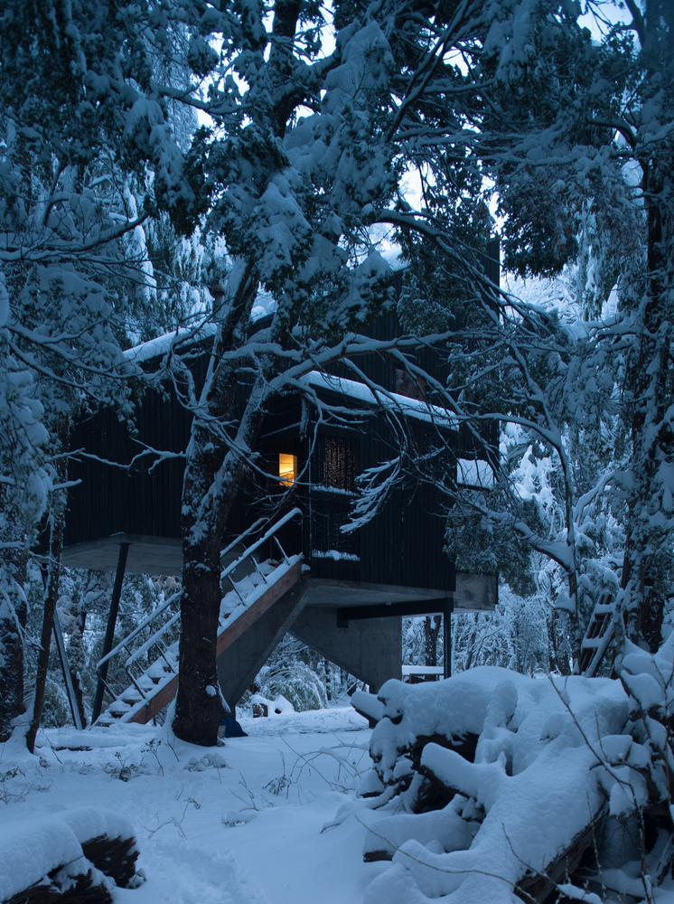b283a28e83 The Elevated Shangri-La Cabin in Chile is a Labor of Love - PLAIN ...