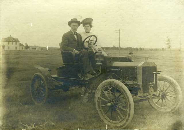 C.H. Pinkham & Hubertine in 1906 Ford Model N