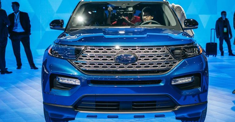 Ford Explorer híbrido 2020 en expo.