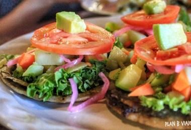 plan b viajero, comidas veganas que solo puedes probar en Yucatán, panuchos, panuchos veganos