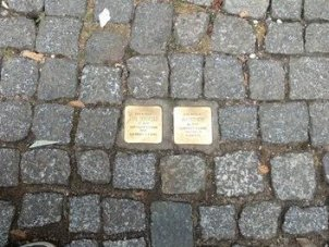Placas conmemorativas a los judíos deportados