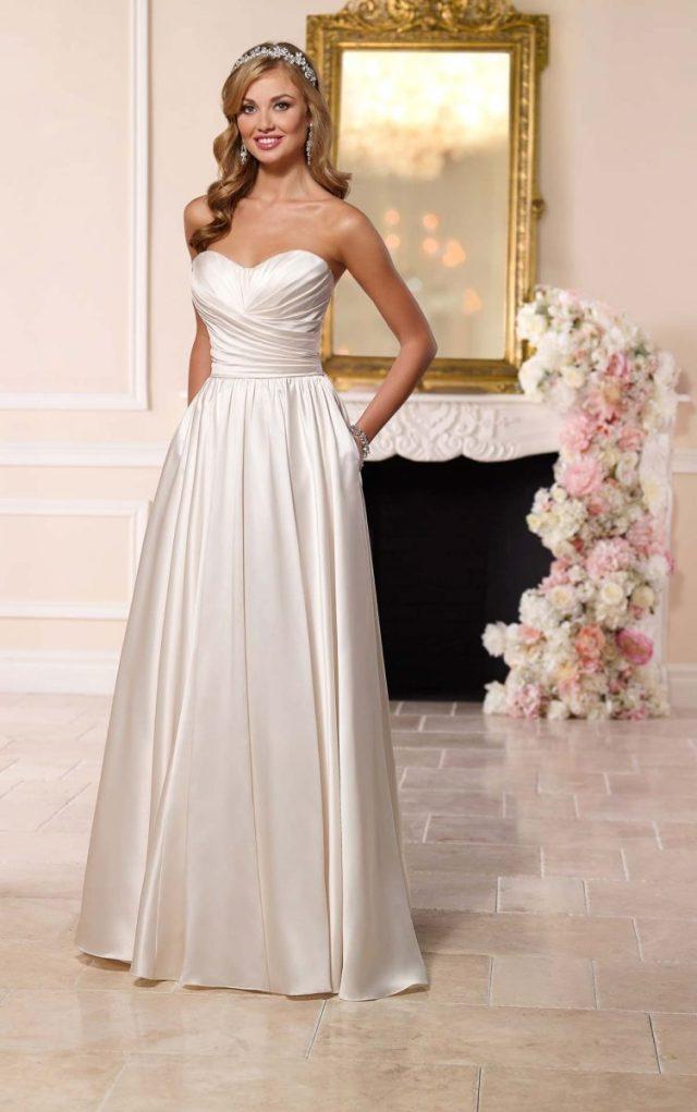 Vestido de noiva tomara-que-caia corte princesa acetinado. Da Stella York.