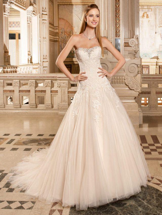 Vestido de noiva tomara-que-caia evasê. Da Tutti Sposa.
