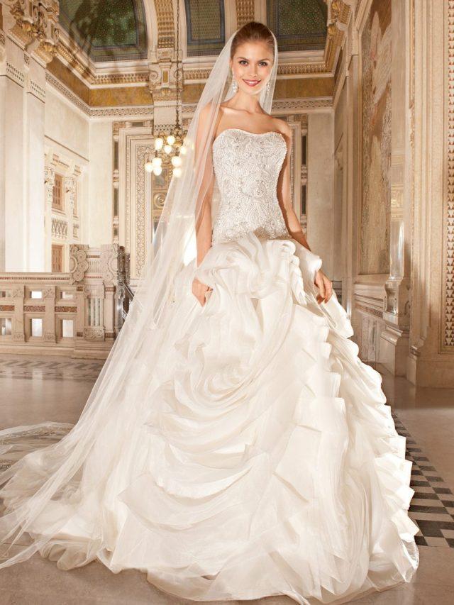 Vestido de noiva tomara-que-caia com corpete e saia volumosa. Da Tutti Sposa.