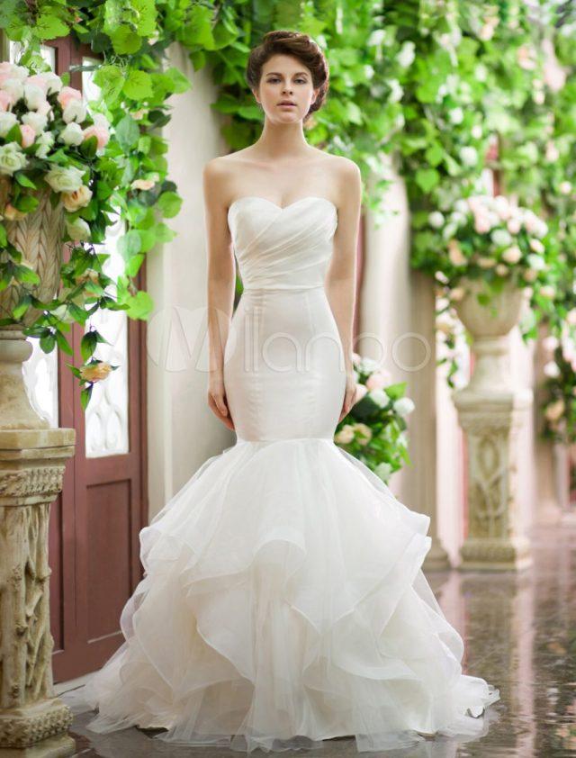 Vestidos de noiva tomara-que-caia: corte sereia. Da Milanoo.