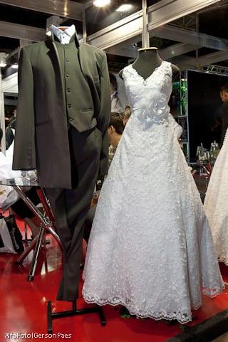 Traje do noivo e vestido de noiva da Fernanda Rigor