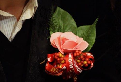 Casamento no McDonald's: boutoniere do noivo