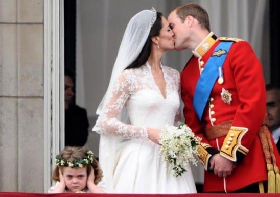 Casamento real: Primeiro beijo de William e Kate e daminha de honra brava