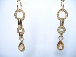 Brinco de noiva em ouro, da designer de jóias Elza Hitomi