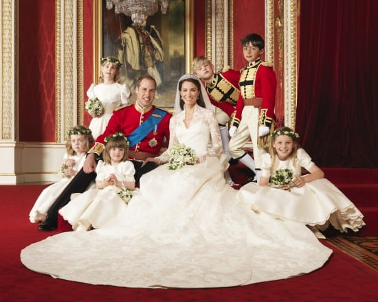 Foto oficial do casamento real de Príncipe William e Kate Middleton com daminhas e pajens