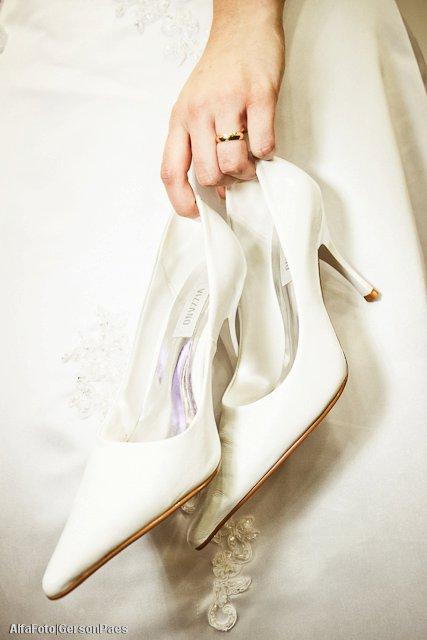 Sapato branco de noiva da Vizzano - por Alfa Foto