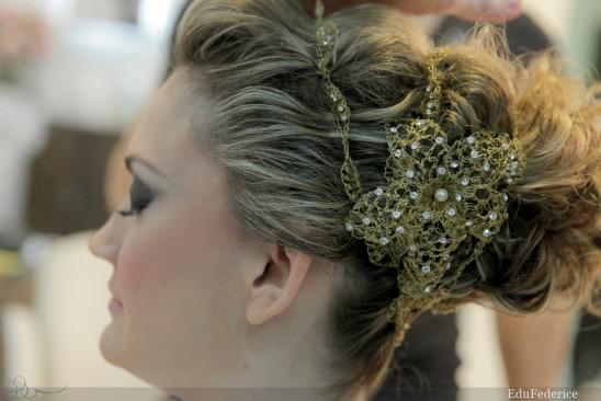 Penteado de noiva: coque médio bagunçadinho. Foto: Edu Federice.