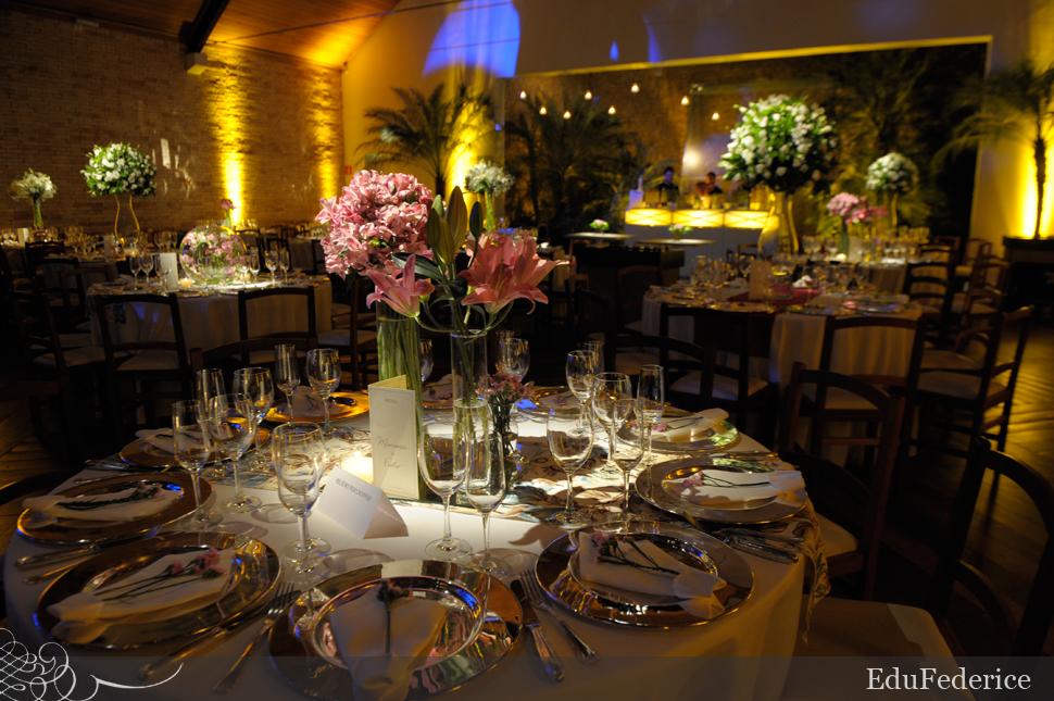 Rosa prata e branco na decorao do jantar do casamento