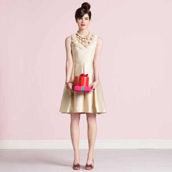 Vestido curto de noiva off white, creme e dourado da Kate Spade.