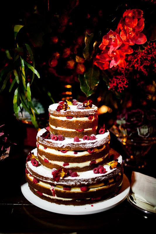 Bolo de casamento de chocolate rústica. Foto: Fernanda Sharon.
