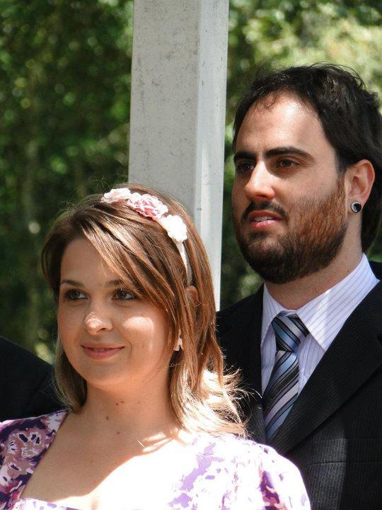 Penteado de madrinha de casamento no campo: cabelo solto com tiara. Foto: Sobre   Nós Dois