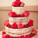Naked cake bolo de casamento branco e pink. Foto: Sollas Wedding Photography.