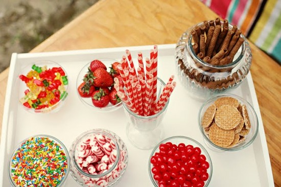 Confeitos para milkshake em casamentos. Foto: Kelie Kano.