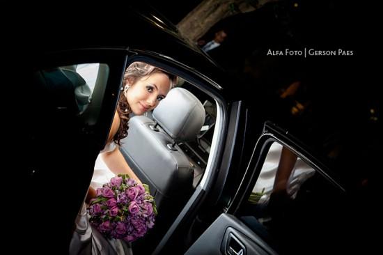 Noiva no carro depois do Dia da Noiva. Foto: Alfa Foto.