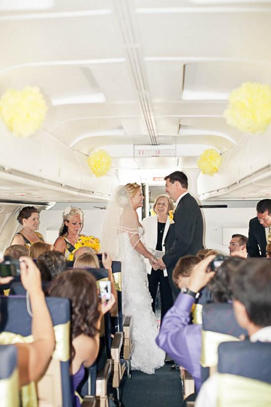 Casamento no avião: noivos no altar. Foto: ENV Photography