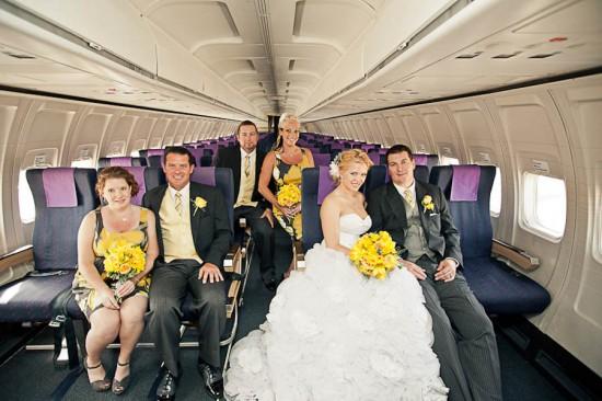 Casamento no avião: noivos e padrinhos. Foto: ENV Photography