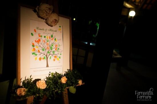 Casamento: quadro de digitais dos convidados como livro de assinaturas. Foto: Fernanda Ferraro.