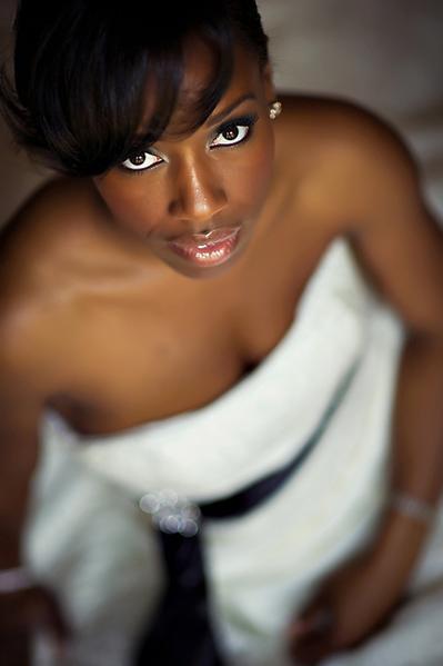 Maquiagem para noiva negra em casamento: olhos pretos marcados. Susan Stripling Photography.