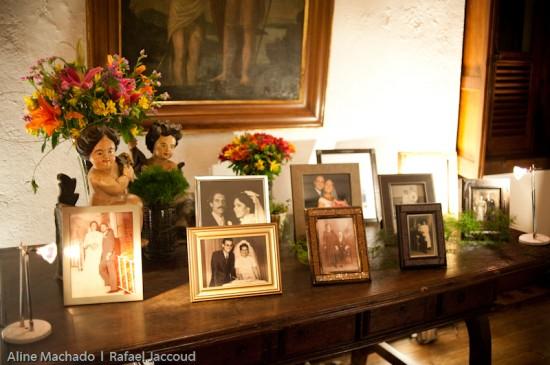 Casamento: decoração com porta retratos e fotos de família. Foto: Aline Machado.