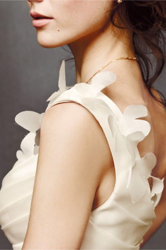 Vestido de noiva off white com borboletas. Foto: BHLDN.