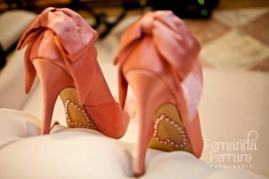 Sola de sapato de noiva com coração de strass rosa. Foto: Fernanda Ferraro.