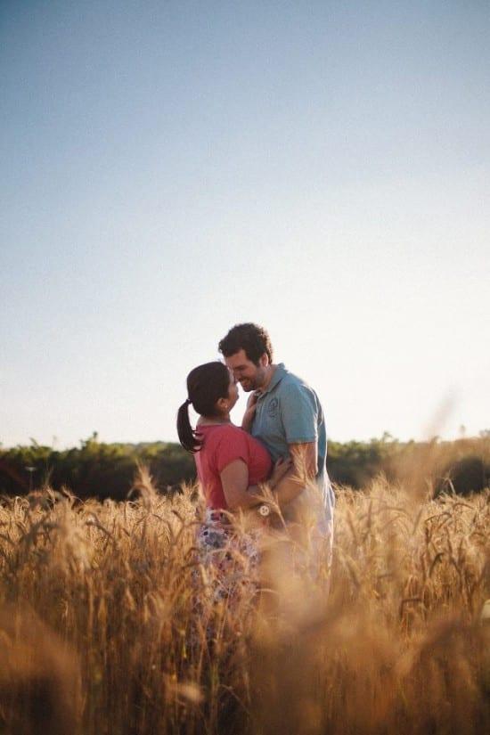 Ensaio fotográfico de noivos no campo. Foto: Frank e Marília.