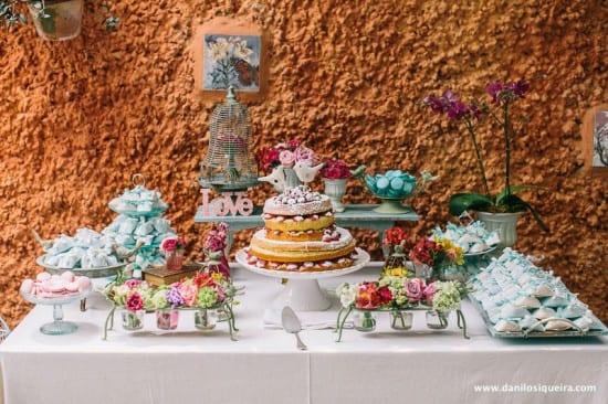 Noivinhos de topo de bolo de casamento de passarinhos de tecido ou feltro. Foto: Danilo Siqueira.